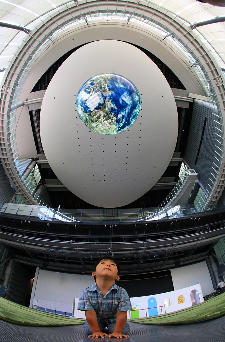 世界最初的地球显示器