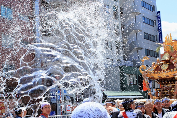 Fukagawa dashing water on Festival
