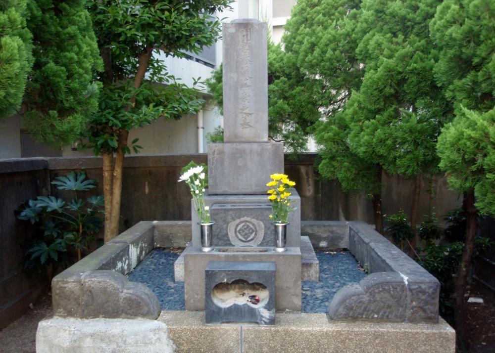 Mamiya Rinzo's grave