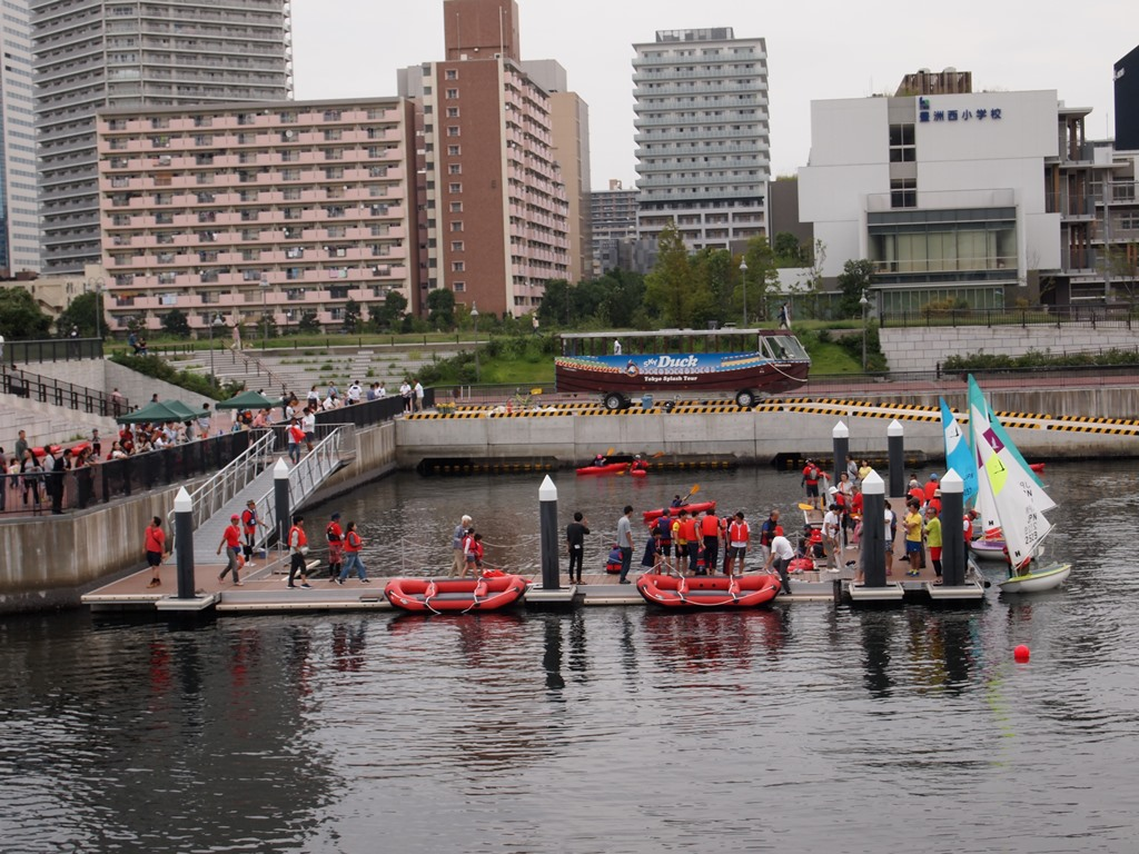 "[Koto Who's who in Koto-ku] ""Toyosu picture in watercolors festival"" that we held in Toyosu Shopping Association director Tetsuzo Watanabe TEPCO moat. It does well in rubber boat race, canoe and dinghy experience very much"