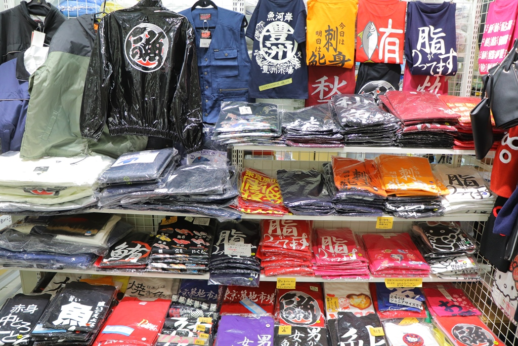 "[Koto Who's who in Koto-ku] Original T-shirt which was born from request of ""Ito scale"" executive director Kanako Ito market players is particular about quality. We are popular as market souvenir"