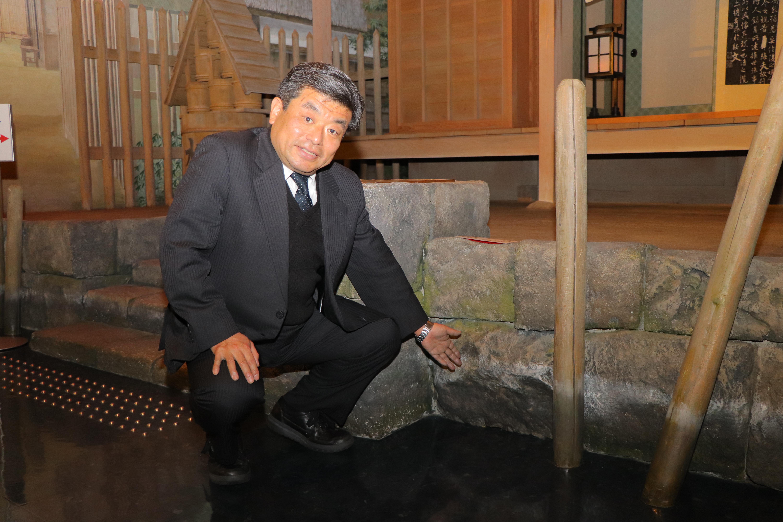 [江東這個市鎮那個人]被用調查發掘的石垣被用於中川船番所資料館久染健夫中川崗哨的世界全景大圓球上