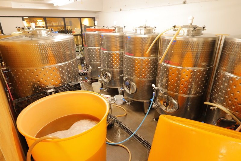 "[Koto Who's who in Koto-ku] We produce 30,000 a year in brewing room of 60 square meters of ""Fukagawa winery Tokyo"" brewing long Kosuke Ueno. It needs reservations, and visit is possible, too"