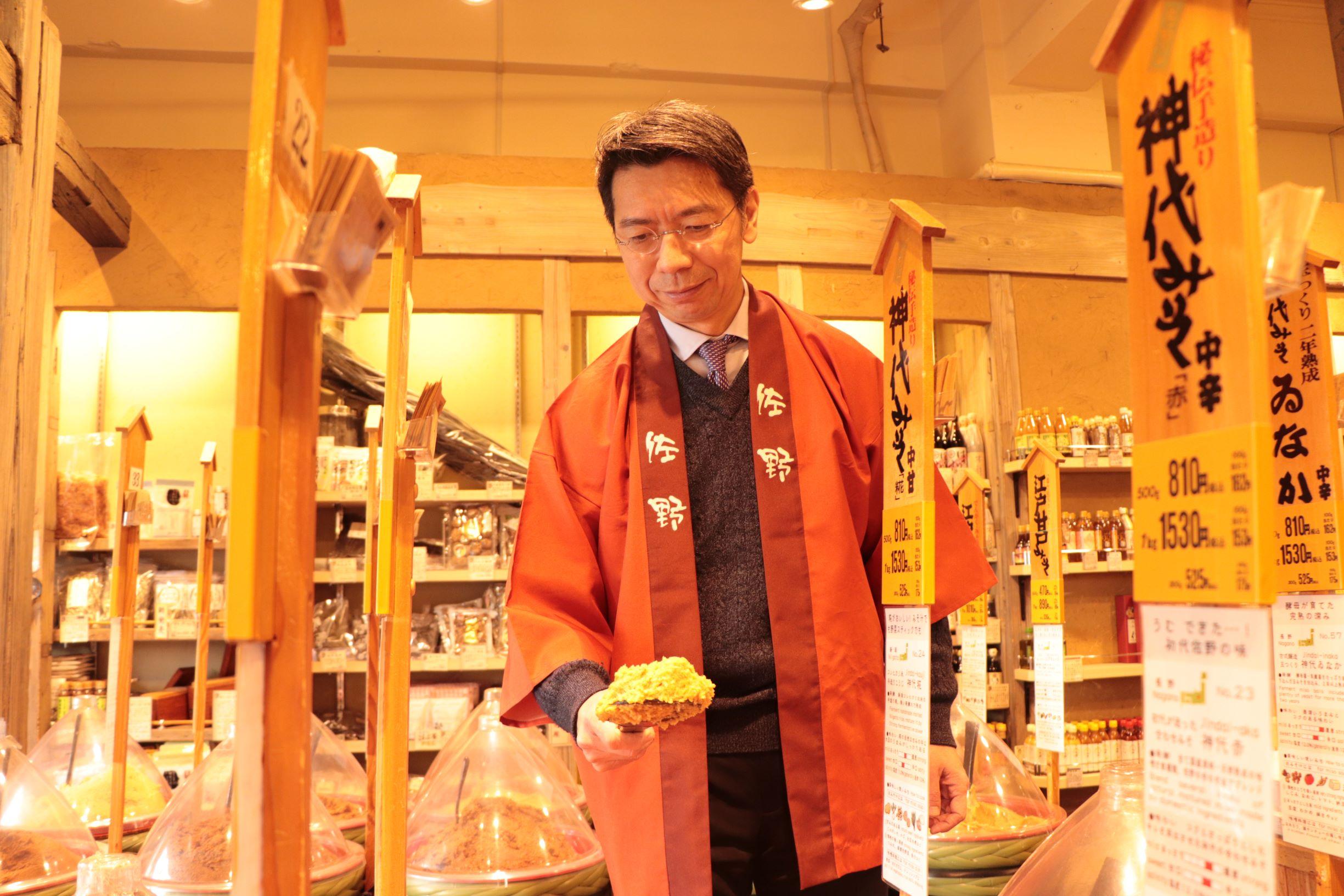 """[江東這個市鎮那個人]想享用""""佐野大醬龜戶總店""""總經理佐野正明大醬的味道以及文化的佐野正明。"""