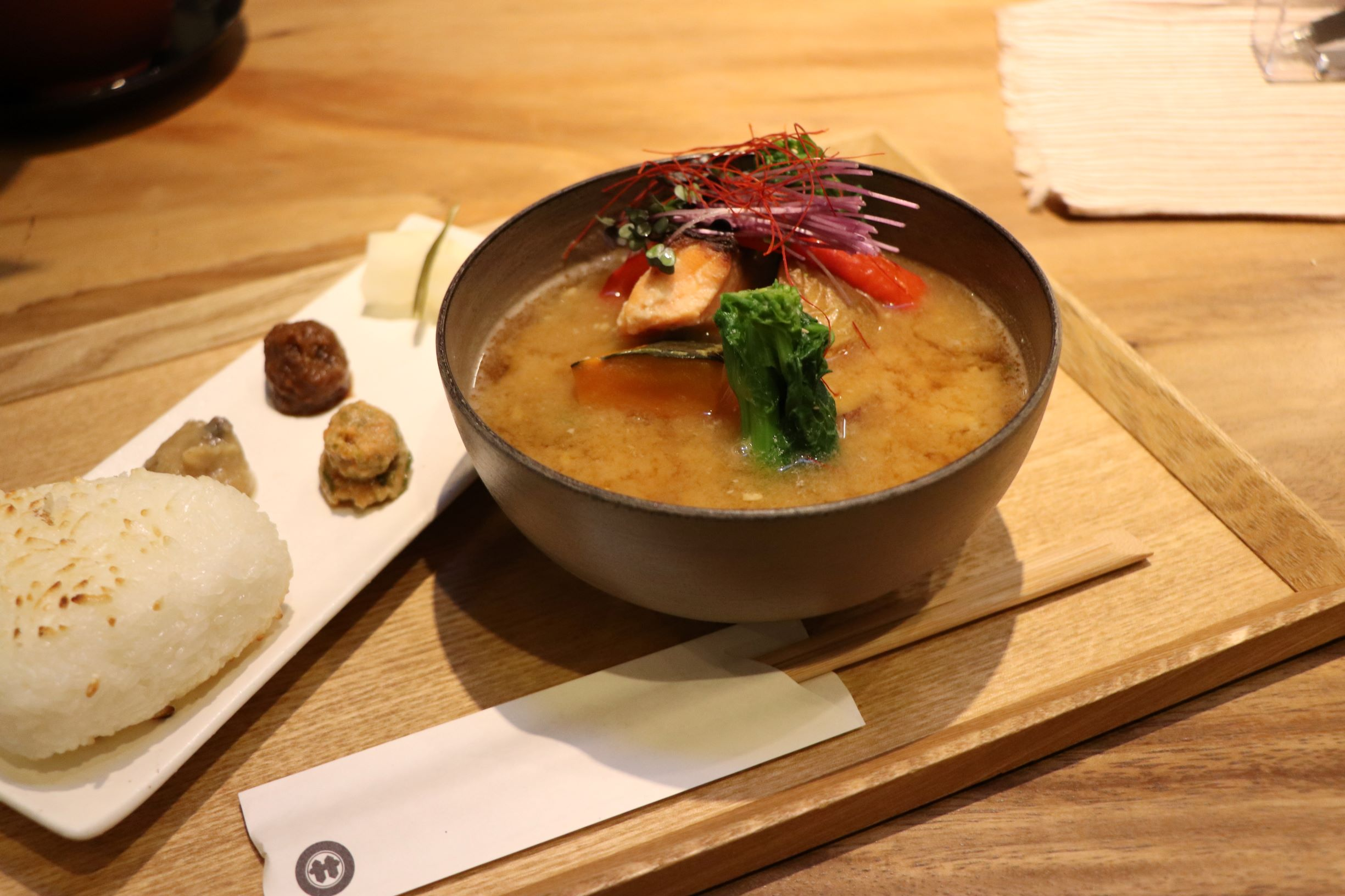"""[Koto Who's who in Koto-ku] """"Sano miso Kameido main store"""" president Masaaki Sano """"taste Land"""" """"grilled ingredients miso soup set rice ball"""" which can be served 1,018 yen. We can taste miso pudding or miso french toast, too."""