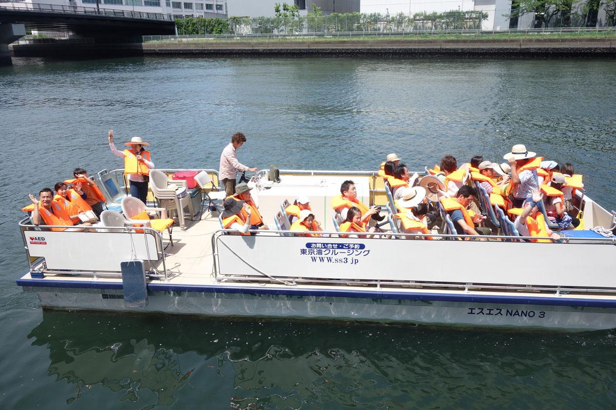 【고토 이 거리 그 사람】시바우라 공업대학 건축 학부 교수 시무라 히데아키 씨 도요스 지구 운하 르네상스 협의회가 주최하는 이벤트로는 시무라 연구실의 학생들이 배의 가이드를 맡았다.