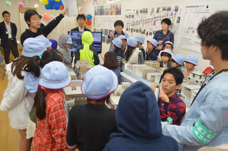 【고토 이 거리 그 사람】시바우라 공업대학 건축 학부 교수 시무라 히데아키 씨 스나마치 긴자 상가의 빈 점포를 사용해 행한 워크숍