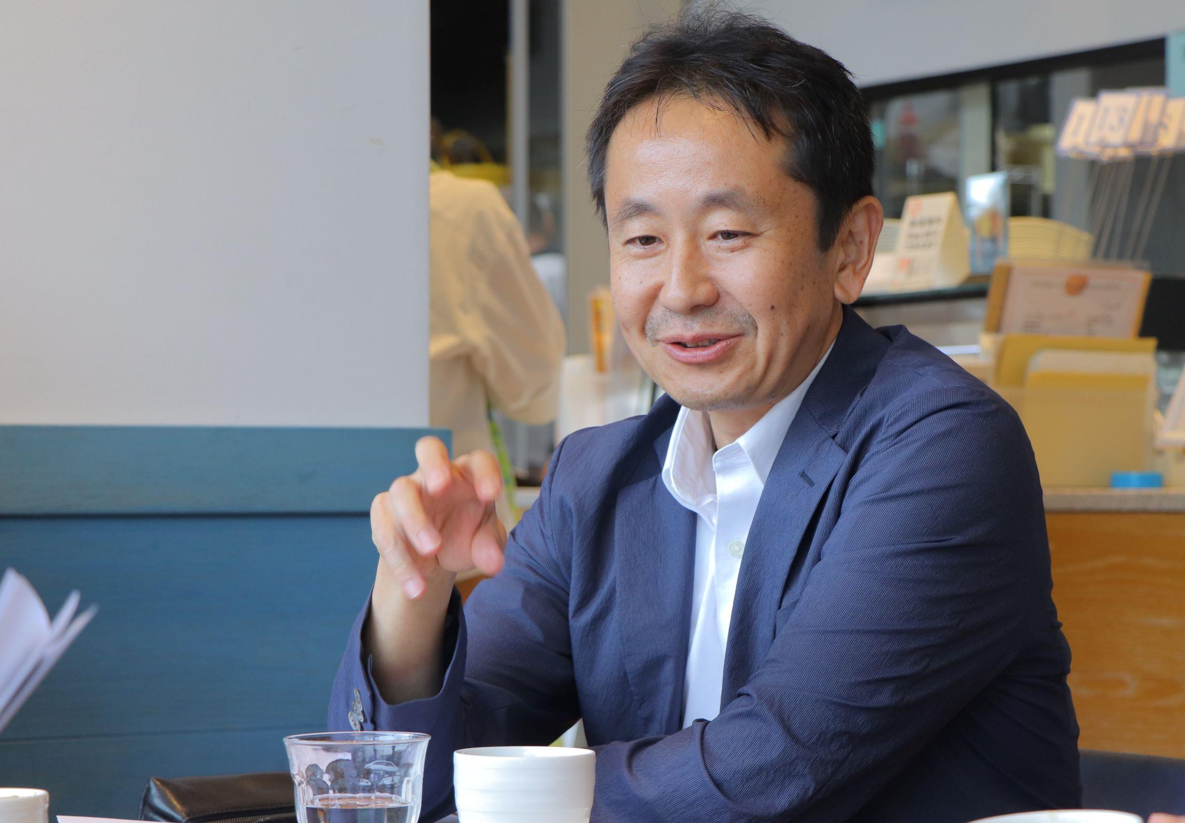 【고토 이 거리 그 사람】시바우라 공업대학 건축 학부 교수 시무라 히데아키 씨 시바우라 공업대학이 있는 도요스를 비롯하여 후카가와, 카메이도, 스나초 등, 고토구 내의 수많은 지역개발을 서포트하는 시무라 히데아키 씨.