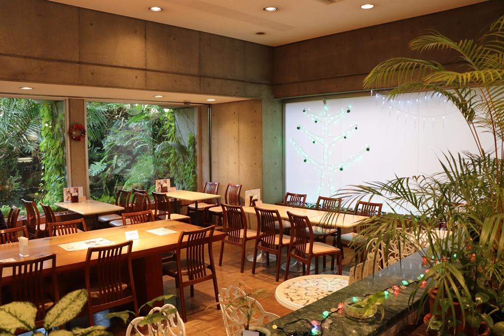 """[江東這個市鎮那個人]在東京都夢之島熱帶植物館館長榎本浩咖啡廳角排列""""rokomoko""""或者""""垃圾郵件米飯""""等的獨創菜單"""
